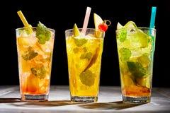 Trio av med is coctailar för ny frukt Royaltyfria Bilder