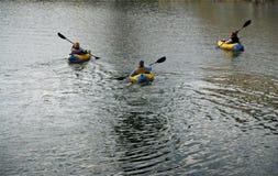 Trio che Kayaking fotografia stock libera da diritti