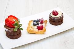Trio des gâteaux avec le fruit photos libres de droits