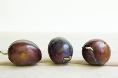 Trio des prunes Photos stock