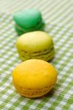 Trio dos bolinhos de amêndoa no sabor do pistache e da hortelã do limão Imagem de Stock Royalty Free