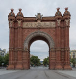 Triomfantelijke boog in Barcelona, Spanje bij daglichtware grootte stock fotografie