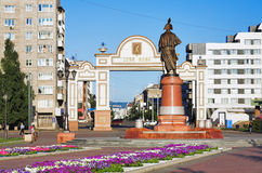 Triomfantelijke boog en het monument in Krasnoyarsk royalty-vrije stock fotografie