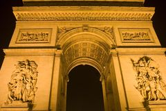 Triomphe la nuit Paris Photo stock