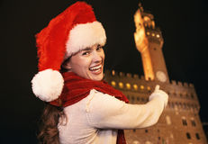 Smiling woman in Christmas hat pointing on Palazzo Vecchio Stock Photography
