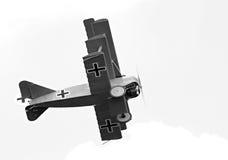Triplane historique sur le ciel. Image libre de droits