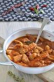 Trippa con el sause del tomate, chile picante. Fotografía de archivo