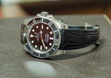 Tripulante de submarino de Rolex ninguna fecha en la tabla de cuero Imagen de archivo