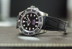Tripulante de submarino de Rolex ninguna fecha en la tabla de cuero Fotos de archivo