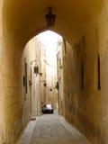 Triq Santa Sofija (calle del St. Sophie) Fotografía de archivo