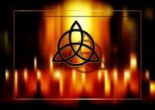 Triquetra, nudo de la trinidad, s?mbolo de Wiccan para la protecci?n Fondo borroso del fuego de quemar velas m?gicas Fondo m?stic libre illustration