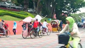 Trishaw decorativo en la ciudad Malasia de Malaca almacen de metraje de vídeo
