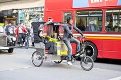 Trishaw nella via di Lonon Fotografie Stock