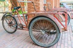 Trishaw vermelho para o transporte Imagens de Stock