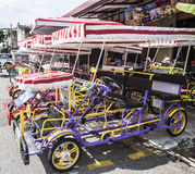 Trishawparkeren langs de straat Royalty-vrije Stock Afbeeldingen