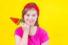 Trisomie 21 de fille avec la grande lucette Image stock