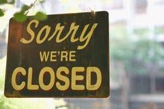 Triste somos cerrados firmamos adentro el restaurante o la tienda Fotografía de archivo libre de regalías
