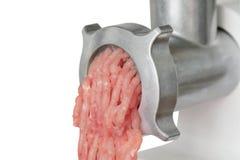 Tritacarne con carne tagliata Fotografia Stock