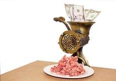 Tritatore d'annata con carne tritata e le banconote Immagine Stock