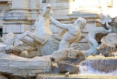 Triton- und Hippokampstatue, Teil von Trevi-Brunnen in Rom, Italien Lizenzfreie Stockbilder