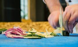 Trituradora de cebollas y del calabacín Imagen de archivo libre de regalías