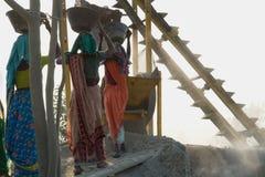 Trituradoras de piedra en la India Fotografía de archivo