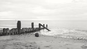 Trituradores en la playa del hornsea fotos de archivo libres de regalías