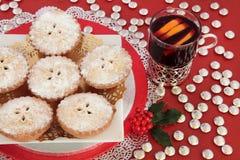 Triture tortas e o vinho ferventado com especiarias Imagens de Stock Royalty Free