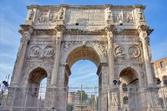 Triumf- båge av Constantine i Rome, Italien Royaltyfri Foto