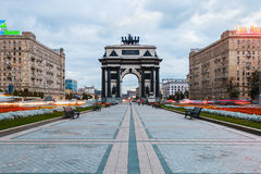 Triumf- båge av Moskva som firar minnet av Ryssland seger över N Royaltyfri Foto