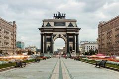Triumf- båge av Moskva som firar minnet av Ryssland seger Royaltyfri Fotografi