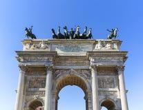 Triumf- båge, bågen av fred, Milan, Italien arkivfoton