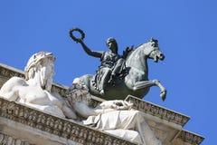 Triumf- båge, bågen av fred, Milan, Italien royaltyfri bild