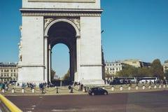 Triumf- båge - den Paris Frankrike staden går loppforsen Arkivfoto