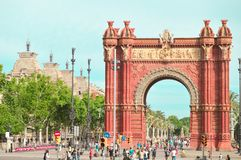 Triumf- båge i Barcelona royaltyfri bild
