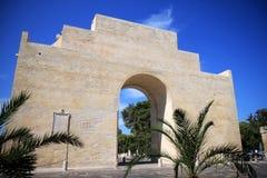 Triumf- båge i den italienska staden Lecce, Salento royaltyfria foton