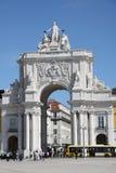 Triumf- båge på handelmötesplatsen i Lissabon Arkivfoton
