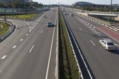 Triumfalnaya街看法从高速公路清早A-147的在解决爱德乐,索契 免版税库存图片
