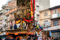 Triumfvagn av processionen för regnRato Machhindranath i Patan, Nepal Royaltyfria Bilder