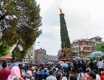Triumfvagn av processionen för regnRato Machhindranath i Patan, Nepal Royaltyfri Fotografi