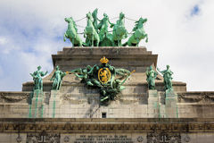 Triumfvagnen på den triumf- bågen i Cinquantenaire parkerar Royaltyfria Foton