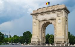Triumph-Bogen in Bucharest Rumänien stockfotos