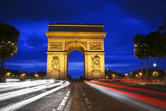 Triumph-Bogen nachts Stockbild