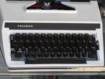 Triumph-schrijfmachine royalty-vrije stock afbeelding