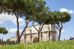 Triumphal båge av Constantine i Rome Arkivbilder