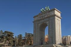 Triumphal båge av Madrid royaltyfria bilder