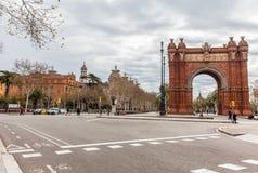Triumphal båge i barcelona Arkivbild