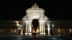 The triumphal  Rua Augusta Arch at night. Night view video of triumphal  Rua Augusta Arch seen from Commerce Square in Lisbon, Portugal stock video