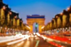 Triumphbogen nachts, Bokeh-Hintergrund lizenzfreies stockfoto