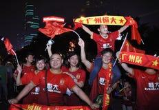 Triunfo de Guangzhou Evergrande la liga de campeones de AFC, fans locos Imagenes de archivo